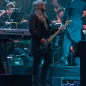 eric-bazilian-rock-meets-classic-2013-nuernberg-09-03-2013-15
