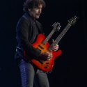 eric-bazilian-rock-meets-classic-2013-nuernberg-09-03-2013-20